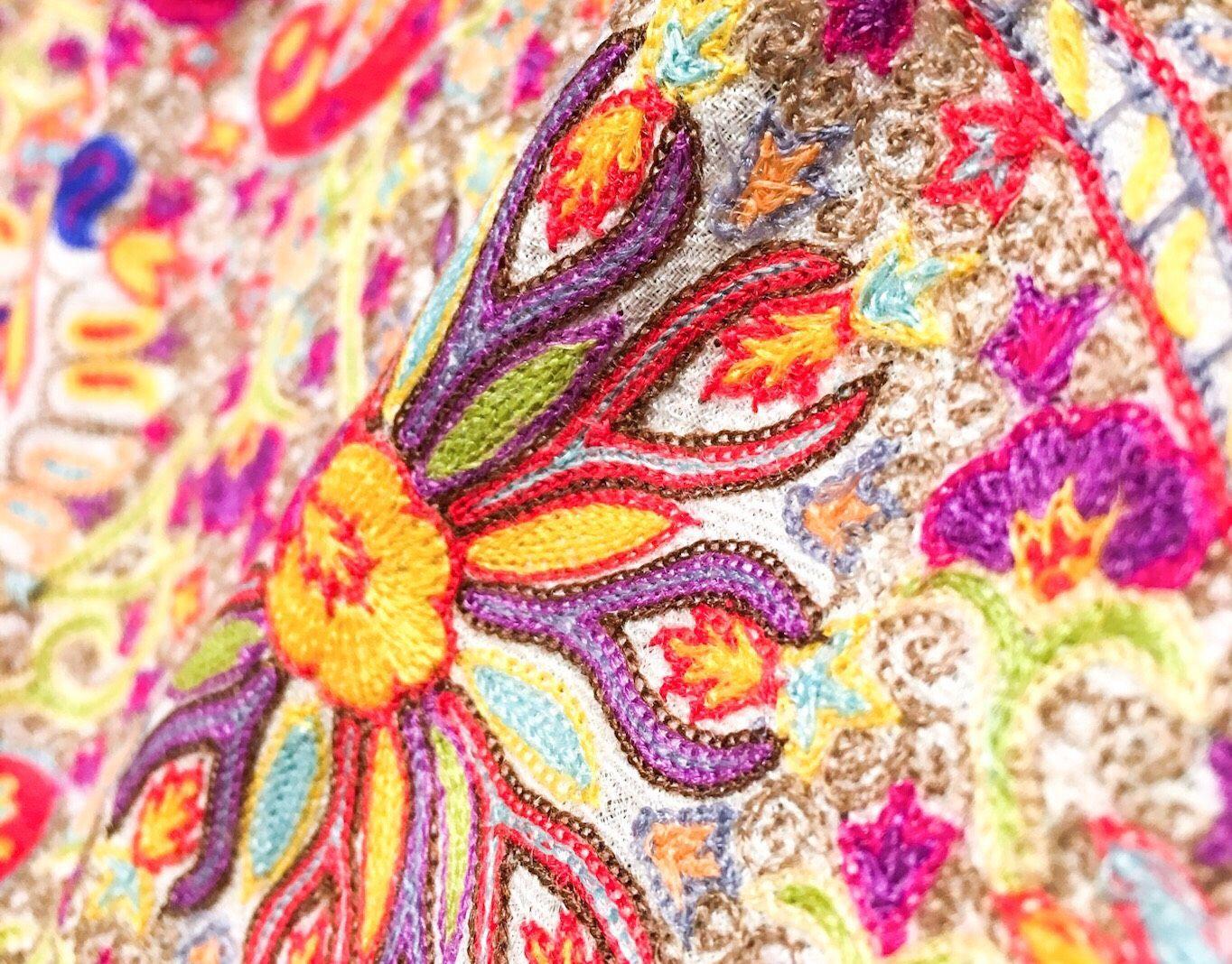 刺繍入りカシミヤマフラー
