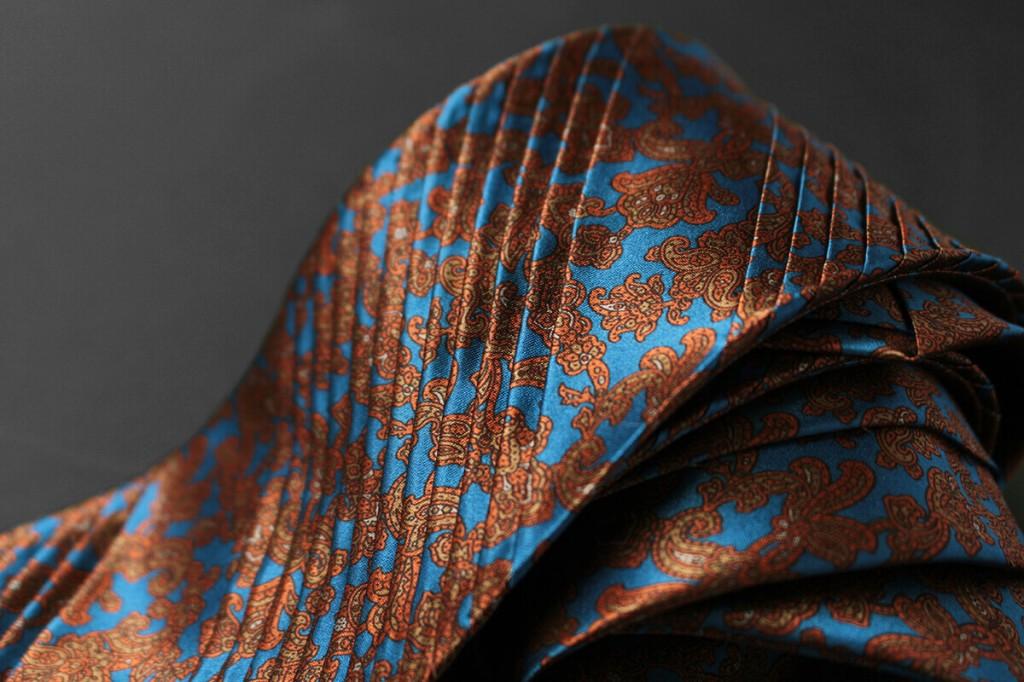 イタリアの高級ブランドであるステファノリッチのプリーツネクタイ
