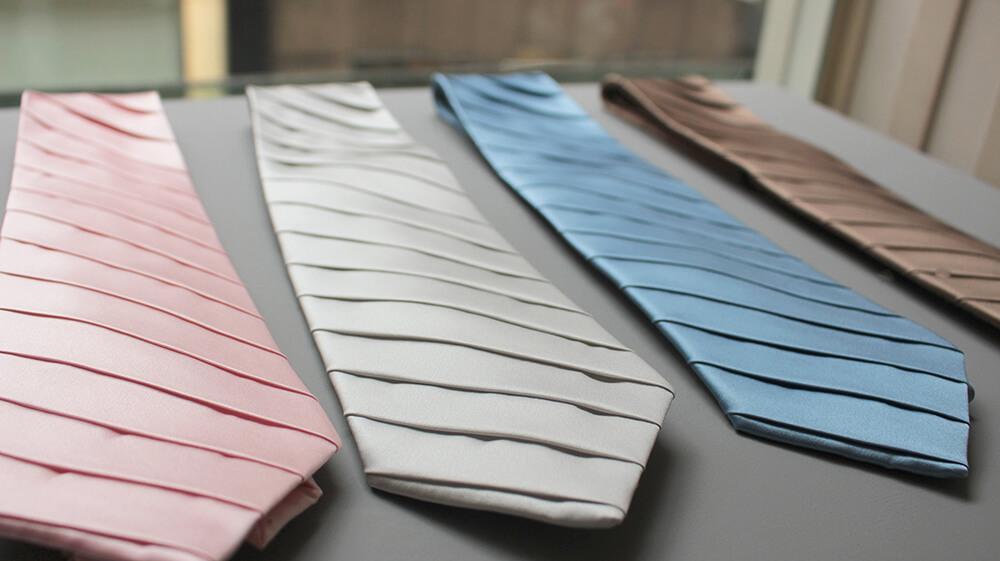 ステファノリッチの高級ネクタイはプリーツ加工が特徴的です