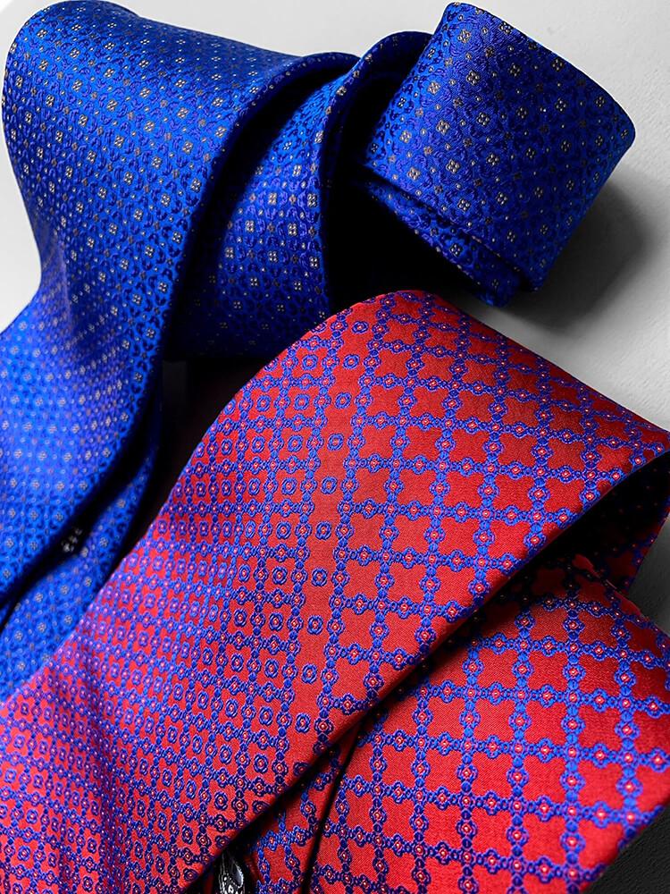 ジャガード織で作られたステファノリッチのネクタイは見る角度で色合いが変わります