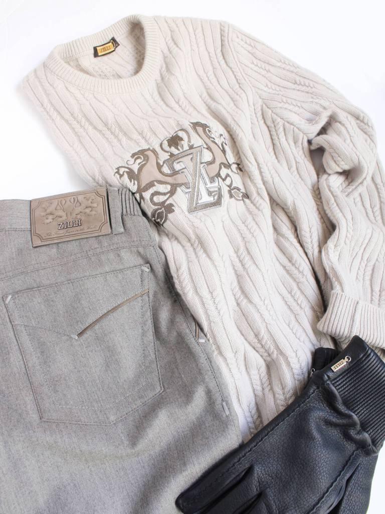 フランスのジリーから届いたカシミヤセーターやパンツ、鹿革の手袋。