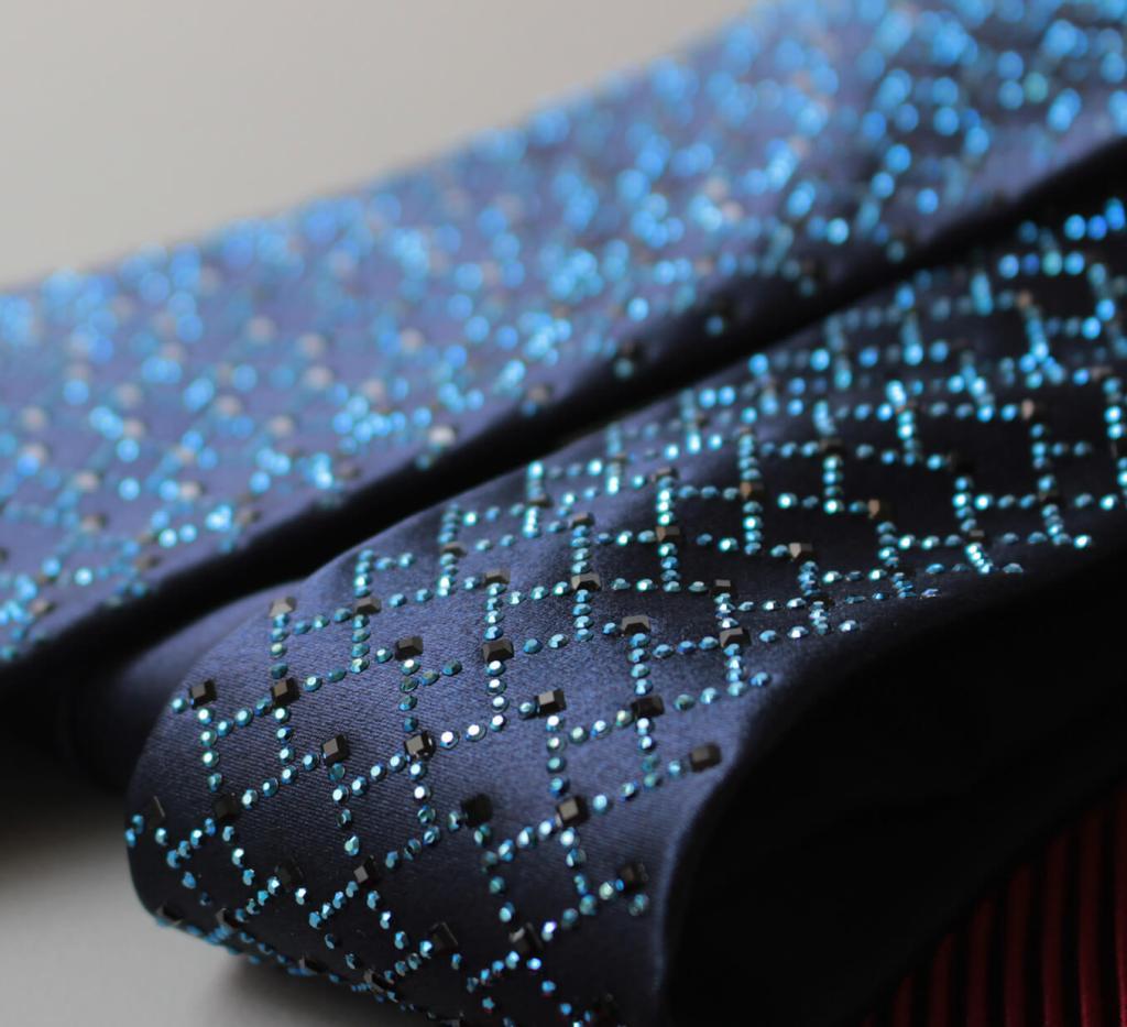 ステファノリッチのネクタイです。スワロフスキークリスタルが散りばめられている紺色のネクタイです。