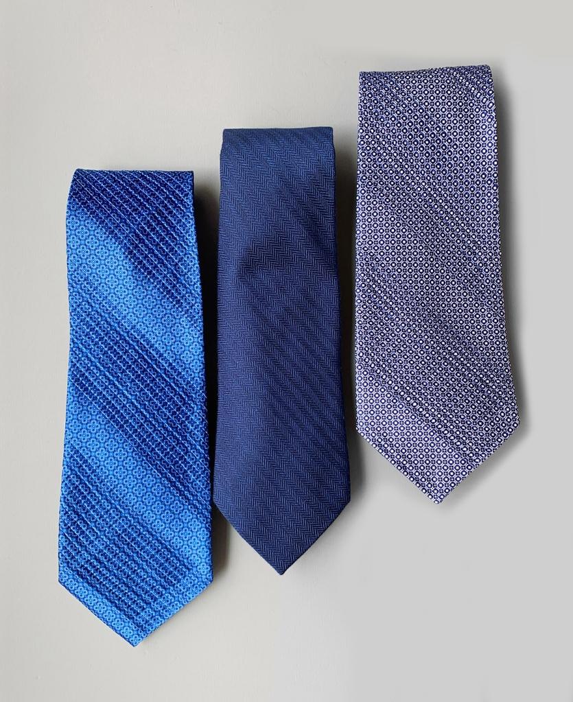 ステファノリッチの紺色のネクタイです。銀座HIKOが販売しています。
